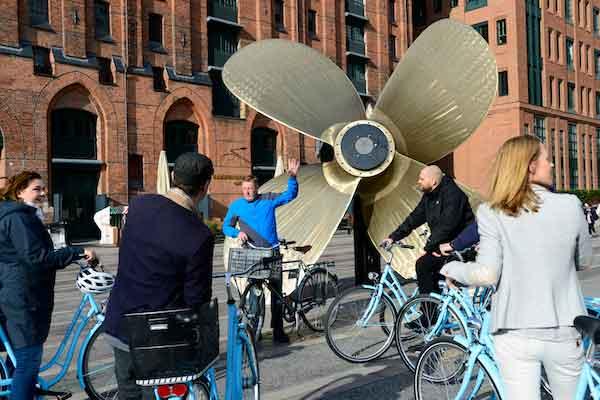 Hamburg Fahrradtour Gruppe Schiffsschraube Hamburg Hafencity